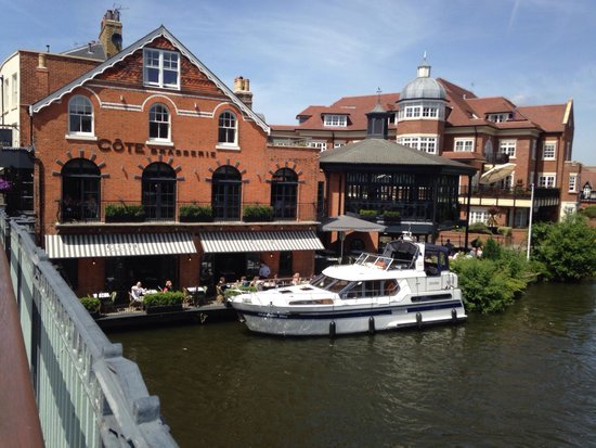 Cote Brasserie - Windsor: Restaurant haven't got own car parking, but definitely there is where to park your boat!! :)