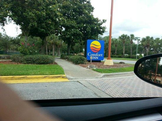 Comfort Inn Orlando/ Lake Buena Vista: salida del hotel