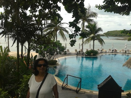 Nora Beach Resort and Spa: The pool by the sea
