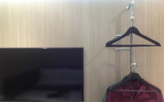 Z Hotel Liverpool: Wardrobe (!) and TV