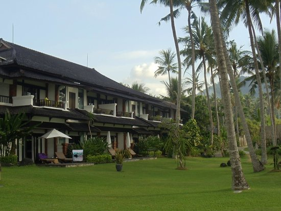 Candi Beach Resort & Spa: hotel building