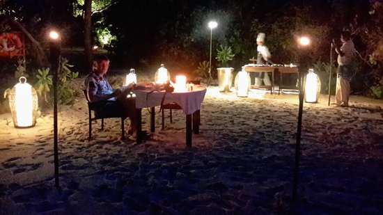 Dusit Thani Maldives: private dinner on the beach