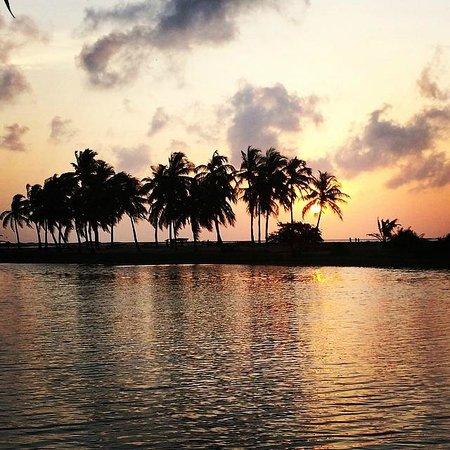 Sonnenuntergang bei Kitesurfing Lanka