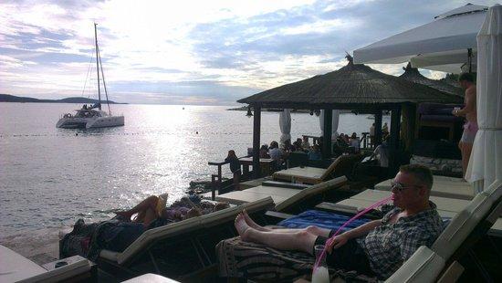 Hula hula beach bar: Cocktails in the sun
