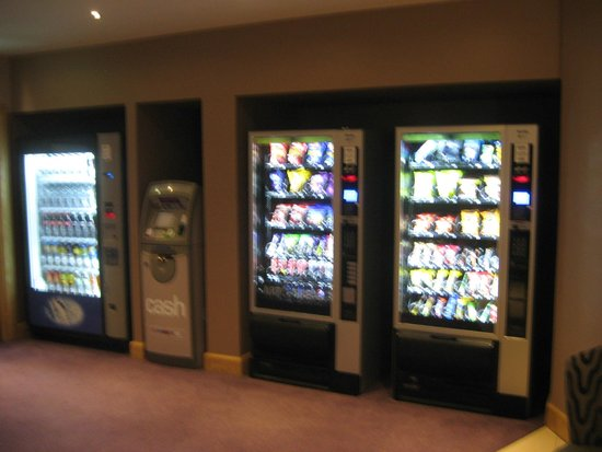 Premier Inn London Stansted Airport Hotel: Vending machines