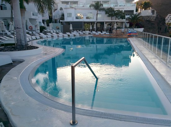Marina Bayview: the pool for a early morning swim