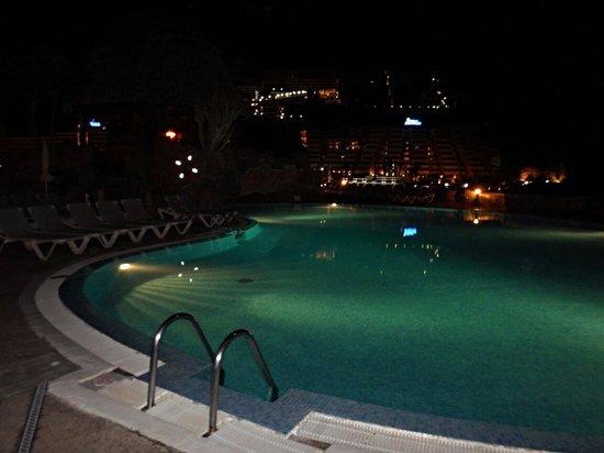 Taurito Princess: Pool at night