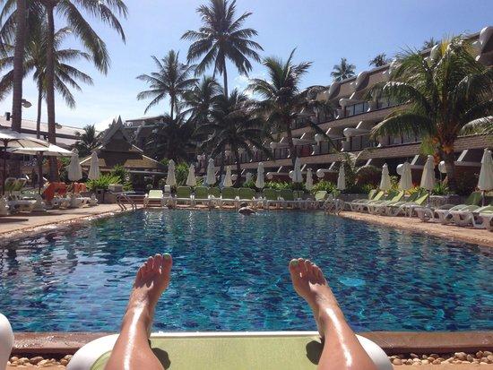 Beyond Resort Karon : Tanoclock by the pool.