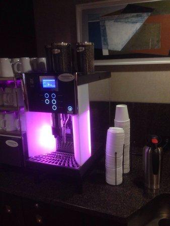 Club Quarters Hotel in Washington, D.C. : Convenient coffee machine at the club meeting room.