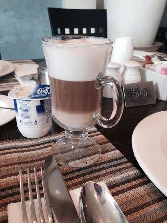 Radisson Blu Resort & Spa, Malta Golden Sands : Lovely latte. Made to order