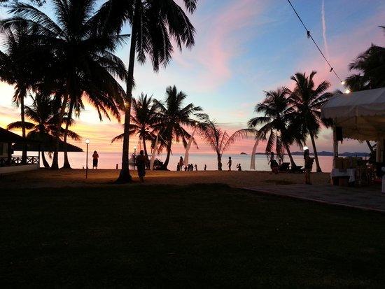 Langkah Syabas Beach Resort : great scenery at dusk