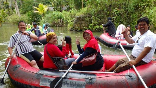 Taman Wisata Matahari: Perahu karet