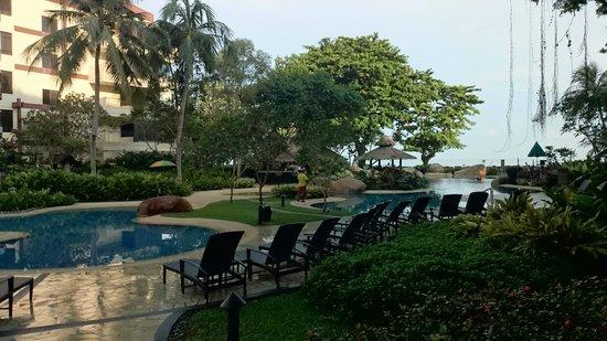 Shangri-La's Rasa Sayang Resort & Spa : Pool at Garden Wing