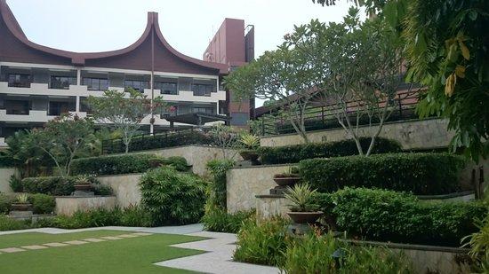 Shangri-La's Rasa Sayang Resort & Spa : Hotel Grounds near Garden Wing