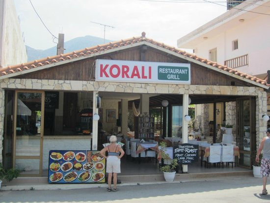 Korali Restaurant : On the little beach road
