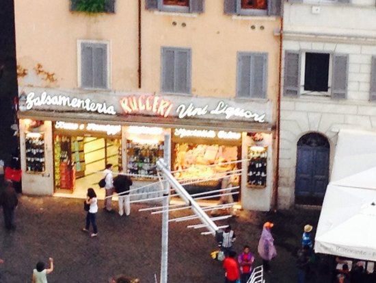 Boutique Hotel Campo de Fiori: Great corner place to buy wines/cheese to have on the roof deck