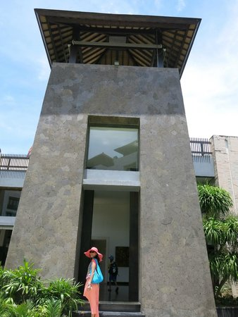 Pullman Bali Legian Beach: Entering the lobby from hotel's rooms
