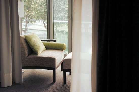 NH Collection Ria de Bilbao : Superior room with views