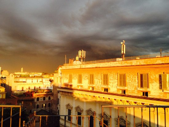 Boutique Hotel Campo de Fiori: Storm coming in on roof deck