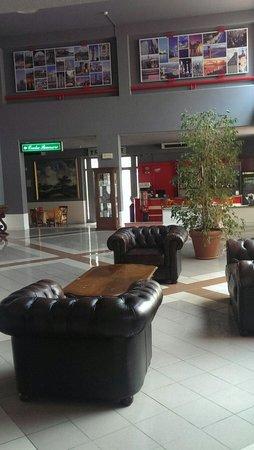Hotel di Pisa: Ampia hall