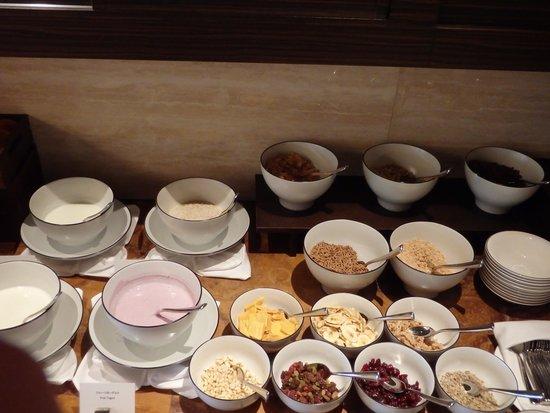 Intercontinental Hotel Osaka: Intercontinental Hotel Club Lounge breakfast yogurt bar