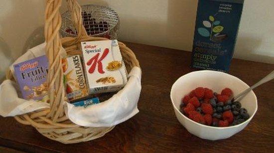 Summer Lodge: Breakfast time