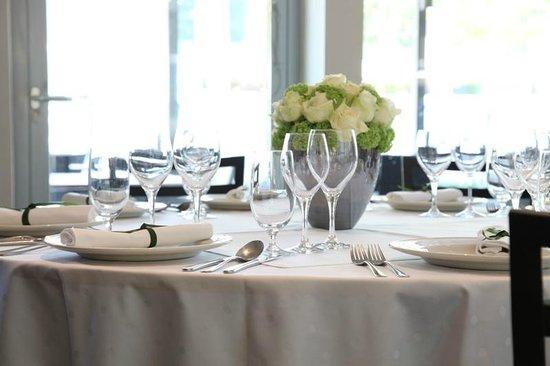 M Hotel: Restaurant