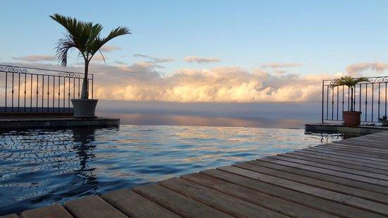 Diana Dea Lodge : fin de journée / vue de la piscine