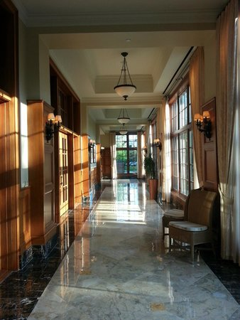 Royal Park Hotel: Side hallway leading to rear dining and conference rooms