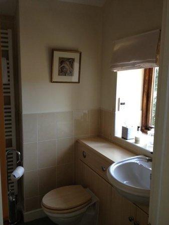 Summer Lodge: Dovecote Room en suite bathroom and shower