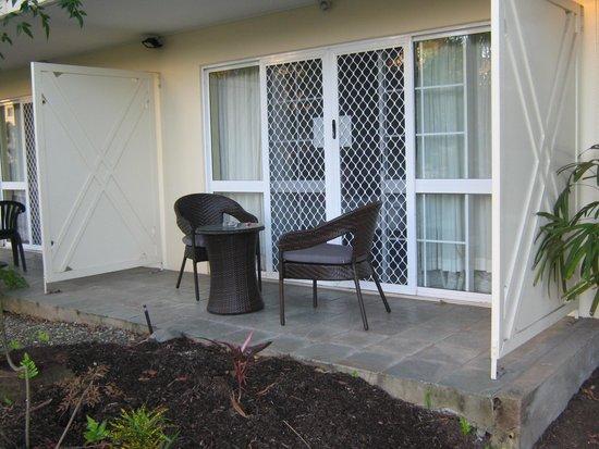 Cairns Queenslander Hotel and Apartments: Quiet, private back door