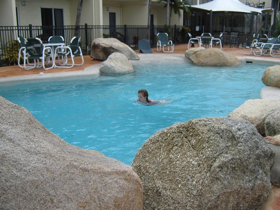 Cairns Queenslander Hotel and Apartments: Pool all to ourselves.