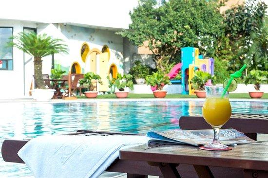 Swimming pool picture of rose garden residences hanoi for Garden pool hanoi