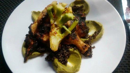 Arsenic Restaurant : Coquelet, purée de broccoli et avocat