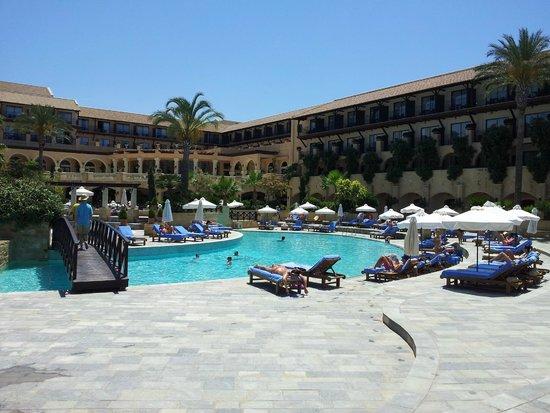 Elysium Hotel: Pool area.