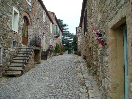 Hotel Toscana Laticastelli: Calle principal
