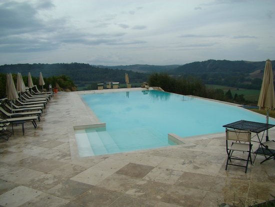 Hotel Toscana Laticastelli: Piscina infinity