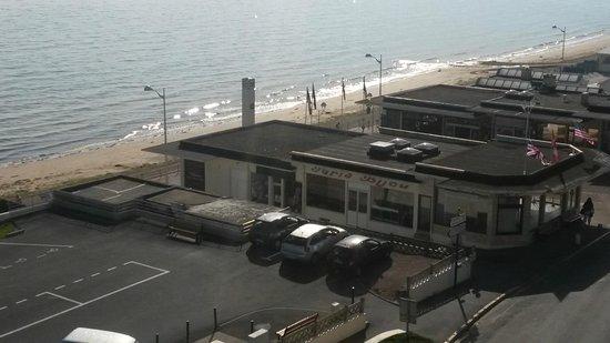 Hôtel des Thermes et du Casino: vue de la chambre 408 avec balcon