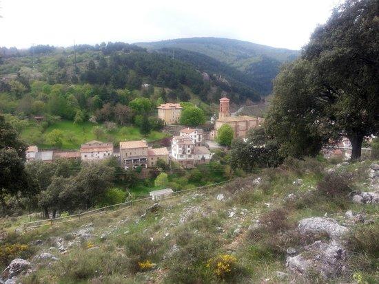 vista del pueblo de Ortigosa de Cameros desde la primera cueva