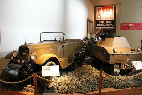 Musée royal de l'armée et de l'histoire militaire : véhicules expo 14/18