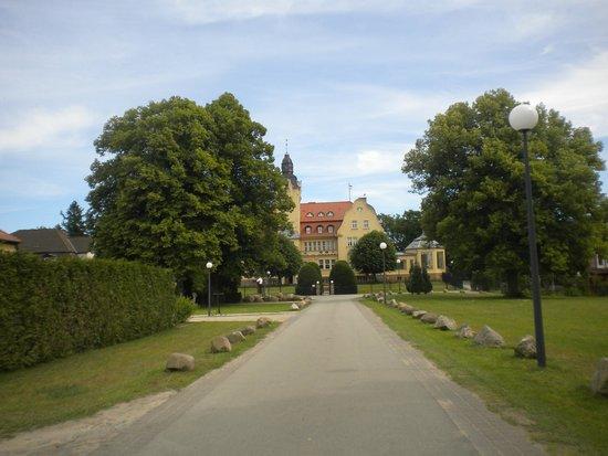 Schlosshotel Wendorf: Drive way