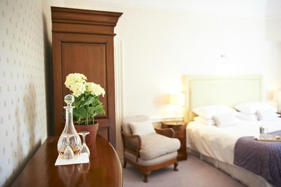 Deer Park Country House Hotel: Superior Bedroom