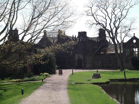 East Riddlesden Hall, National Trust : Front