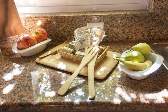 Elefteria Apartments: kitchen