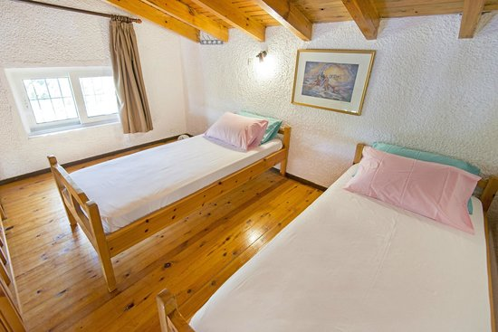Elefteria Apartments: Loft with wooden cieling