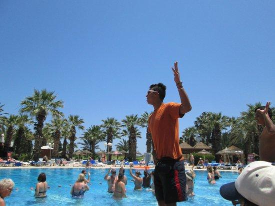Marhaba Palace Hotel : Pool entertainment