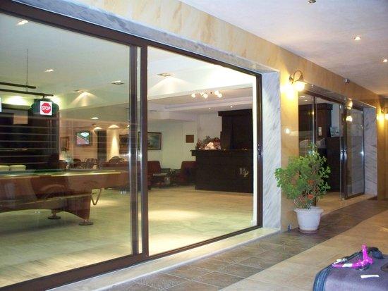 Elinotel Polis Hotel: вход в отель