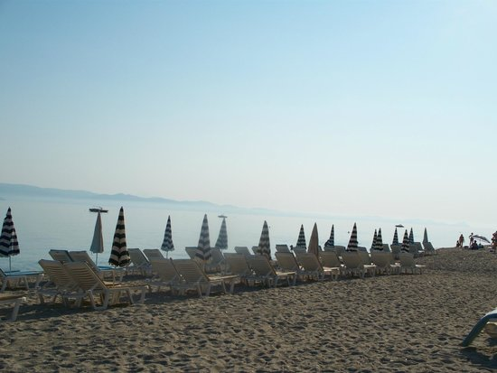 Elinotel Polis Hotel: утренний пляж