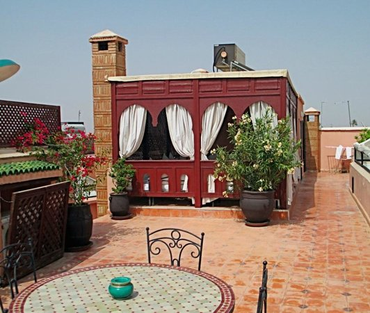 Riad Nasreen : The comfortable shaded area up on the roof