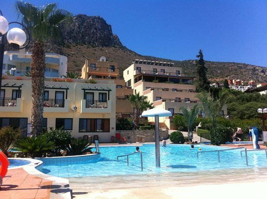 Asterias Village Resort: Pool and hotel